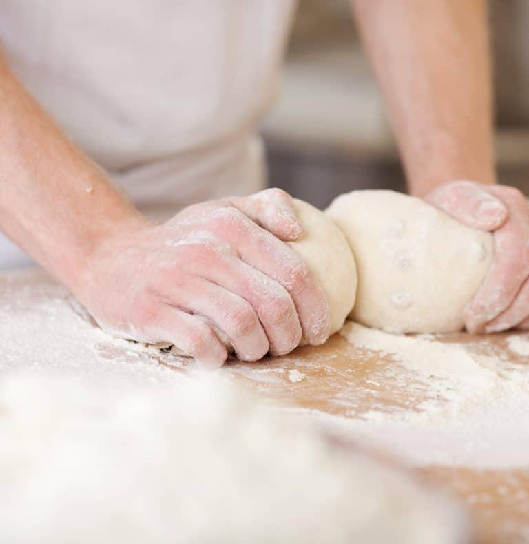 Bäckerei, Teig kneten ©contrastwerkstatt